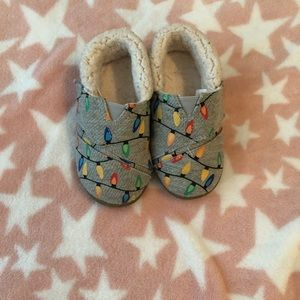 Toms size 8 Glow in the Dark Christmas Slippers